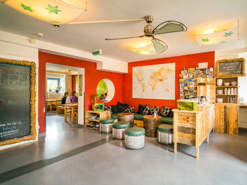 https://www.babelfish-hostel.de/media/Galeryhostel/005 hostel lobby.jpg